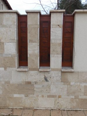 Borovi fenyő kerítésbetét lazúrozva