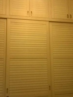 Kőris beépített szekrény