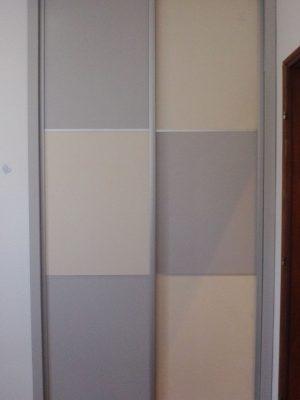 Tolóajtós beépített szekrény
