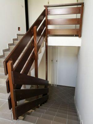 Gőzölt bükk lépcsőkorlát pácolva